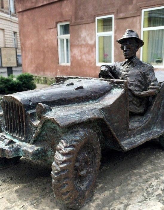 Пам'ятник Гаврилу Глюку в м.Ужгород