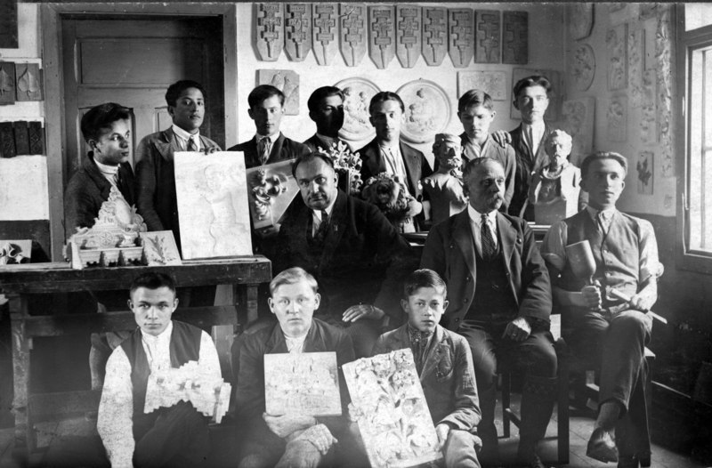 Students of Yasinia School with teachers (Vasyl Svyda is sitting to the left). Photo of the early 1930's