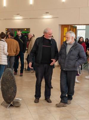 «Рівнодення»: в Ужгороді відкрилася виставка скульптури з металу