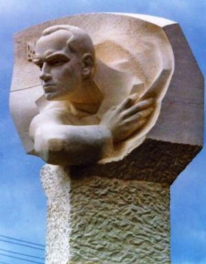 Гав'юк Ю. 'Пам'ятник С. Бендері у м. Мостиська', 2003, вапняк