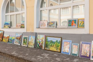 Exhibition-sale by the members of the Union of Artists