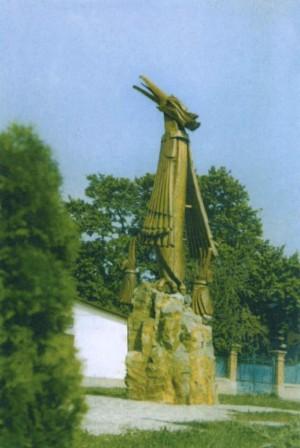 Птаха ювілейна', дуб (різьба), камінь, 510х160х120