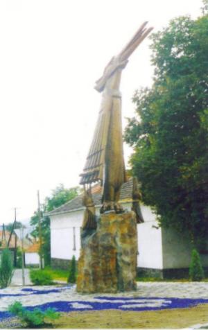 Фенікс (с.Тая, Угорщина), 2000, дер.кам. 510х150х220