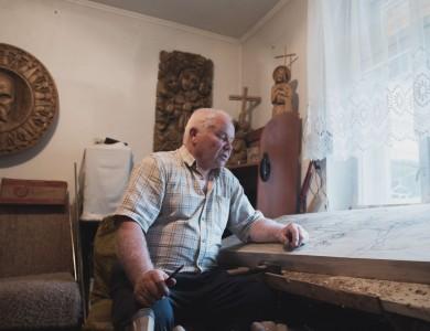 MASTER AND HIS STUDIO. VASYL SIDAK, A CARVER