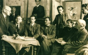 Meeting of the artists. From left to right I. Grabar, I. Harapko, E. Kontratovych, Z. Sholtes, V. Svyda, an art critic, Y. Bokshai, O. Petki, Moscow, 1978