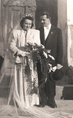 Marriage photo. S. Petki and his wife (From the archive of M. Belen)