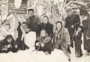 From left to right B. Marton, Z. Sholtes's wife Sharolta, B. Hai, A. Kashshai's wife Ilona, B. Hai's wife, Z. Sholtes, A. Kotska, 1955.