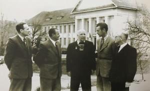 В Каневі. Шолтес З., Ерделі А., директор музею, Кашшай А., Глюк Г., 1945