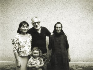 V. Mykyta with his sister Hanna and daughter Onyka, 1998