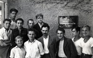Among the students of Art and Design School. The second half of the 1940s (From Y. Svyda)