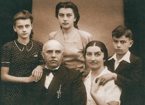 Y. Bokshai with his family
