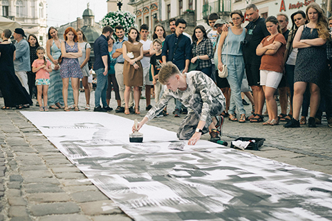 """10 METERS OF YOUR OPPORTUNITIES"" – WITH SUCH ELOQUENT TITLE A YOUNG ARTIST MAKSYM SKVORTSOV STARTED HIS OPEN AIR ART SHOW"