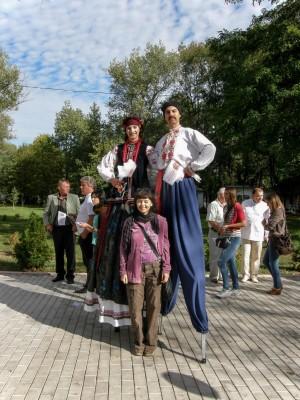 Дерда О. Костюми ходулістів, 2012, театральна діяльність