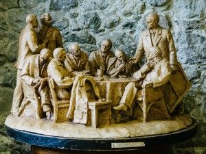 Transcarpathian Artists Visiting A. Erdeli, 1976, terracotta, round sculpture