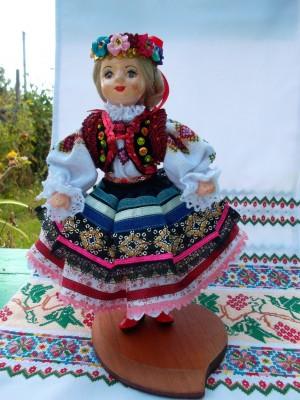 Лялька  «Закосичена», 2012, кераміка, текстиль, муліне, гладь, бісер