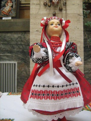 Лялька  «Красуня», 2007, кераміка, текстиль, муліне, хрестик, мереживо, бісер