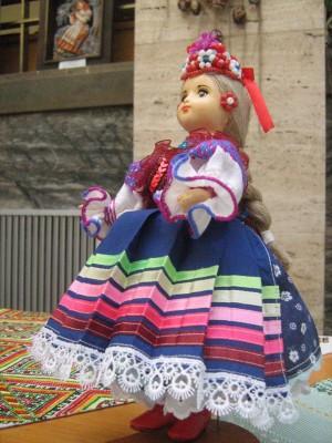 Молодиця, 2012, кераміка, текстиль, муліне, хрестик, петельн.шов, бісер
