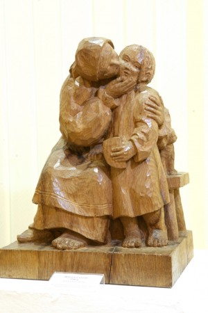 Mothers Kiss, 1946, wood (oak), round sculpture