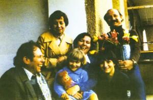 Герци Юрій та Наталія з сім'єю Бровді Іваном та Ларисою, Мукачево, 1976