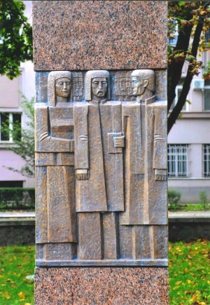 Пам'ятник репресованим, 2010, граніт, бронза, 3,50х 120м (вигляд спереду)