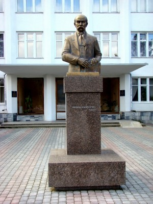 Погруддя Т.Г. Шевченка, 2007, бронза, граніт, 3,10х1,30х1,40 (смт Воловець)